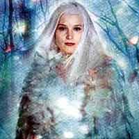 Я встретил её глаза - большие, ясные, холодные, с загнутыми вверх ресницами. То были не глаза, а звёздные сапфиры